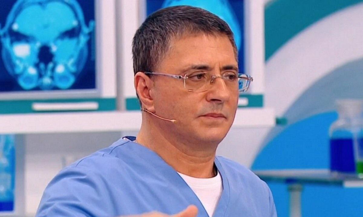 Врач и телеведущий Мясников перечислил лекарства для защиты от COVID-19