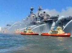 Пожар на американском военном корабле в Сан-Диего