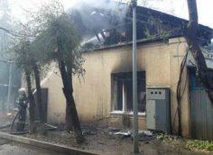 В пожаре на территории кардиоцентра в Алматы погиб один сотрудник