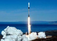 SpaceX запустила ракету с 2 казахстанскими спутниками