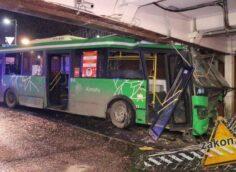 Крупная авария с участием пассажирского автобуса произошла в центре Алматы