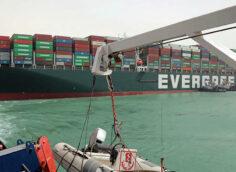 Более $100 миллионов в сутки обходится простой судов из-за пробки на Суэцком канале