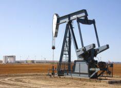 Reuters прогнозирует, что мировые запасы нефти снизятся к середине этого года