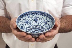 Купленную на барахолке чашку перепродают на аукционе за $500 тысяч