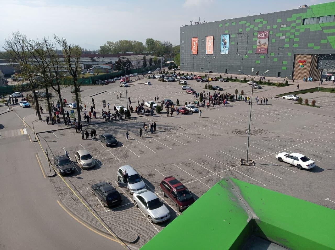 В ТРЦ MART Алматы поступило сообщение о взрывном устройстве