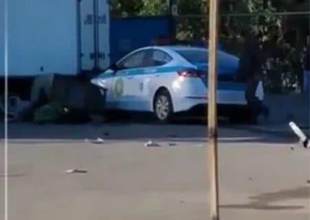 В Алматы патрульная машина сбила насмерть женщину