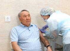 Нурсултан Назарбаев получил прививку от коронавируса